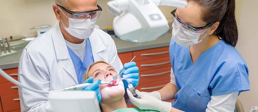 Наши стоматологи работают в 4 руки