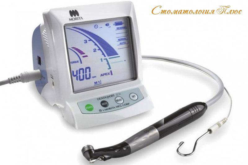 Компьютер используется для лечения каналов в Стоматология Плюс